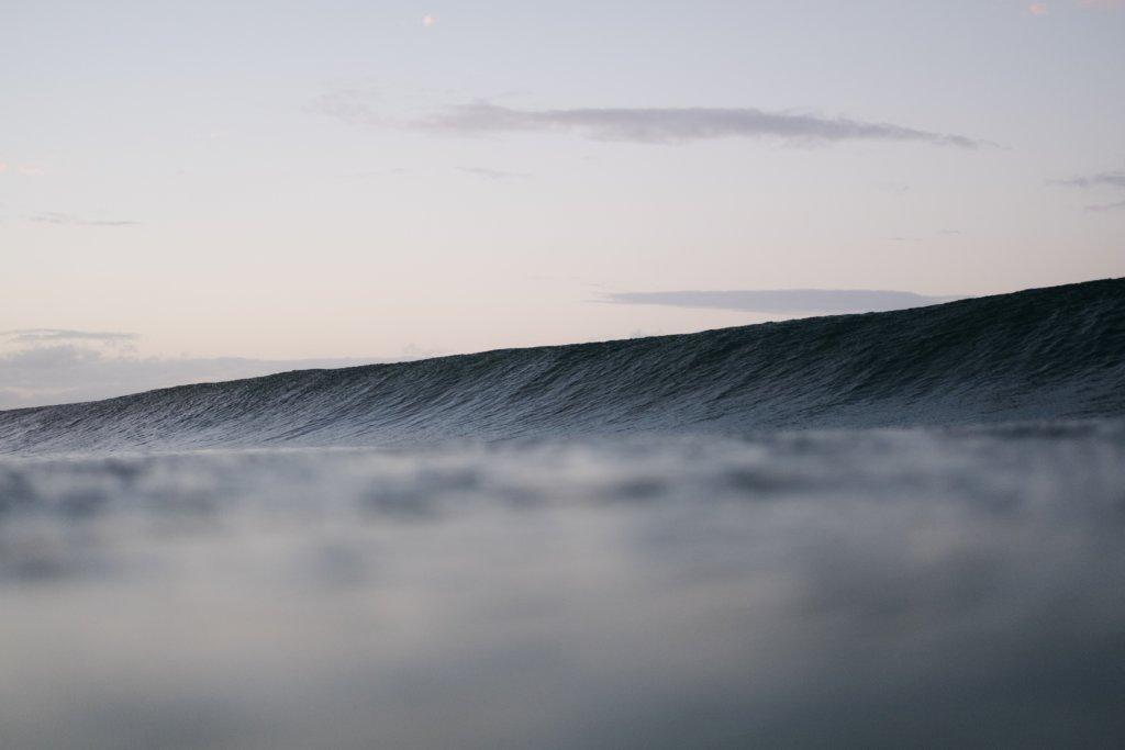 大きな波のうねり