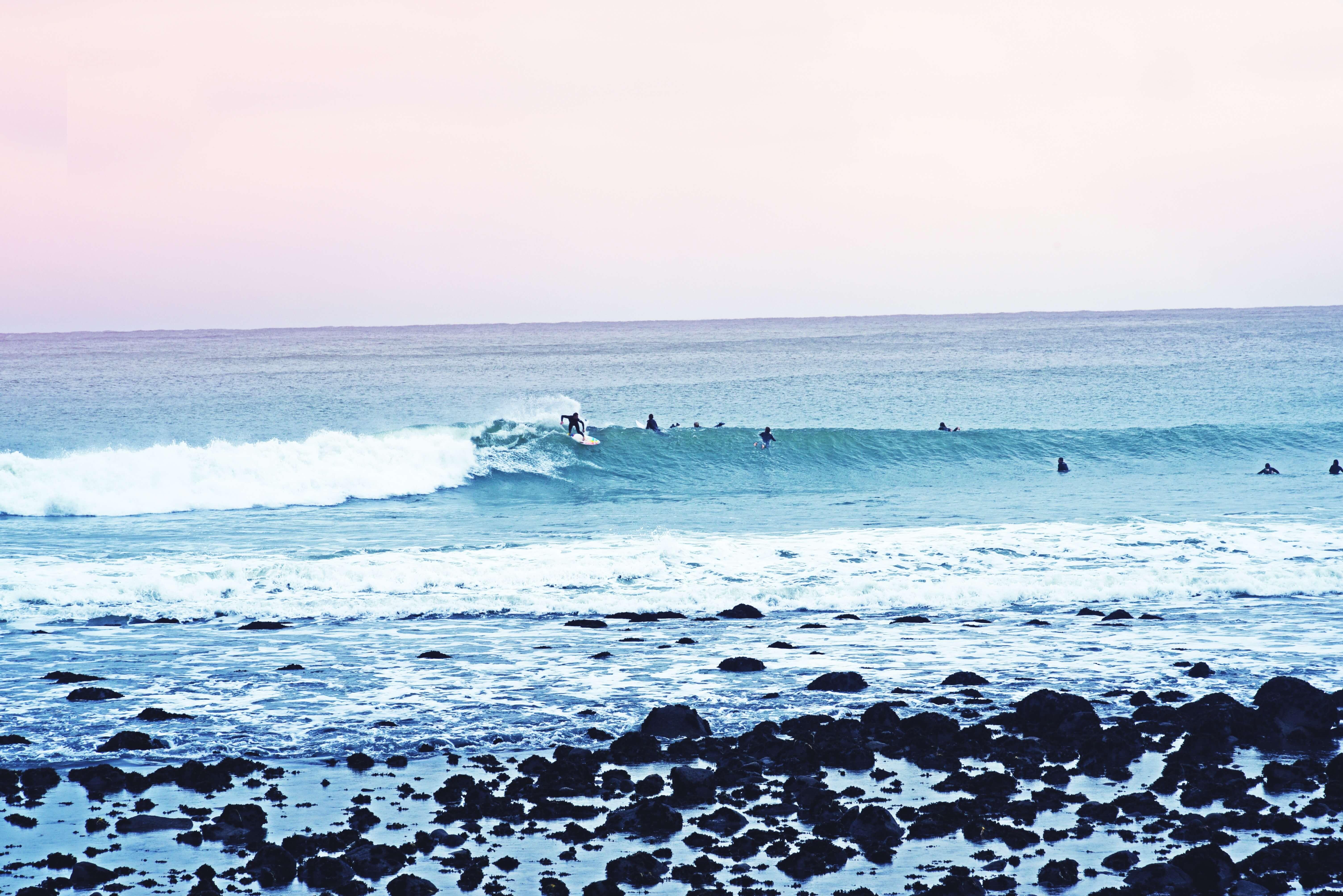 いい波に乗るために~潮の満ち引きの仕組みを知っておく