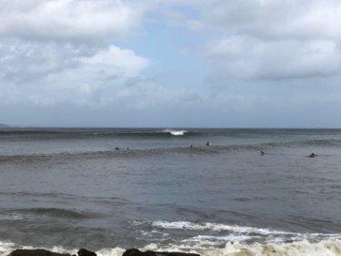 台風11号からの南西うねりが朝一から反応、湘南も腹胸サイズのいい波!【2019.8.25】