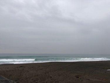 千葉はミドルサイズが残り朝一は風弱くそこそこ遊べる波!【2020.1.23】