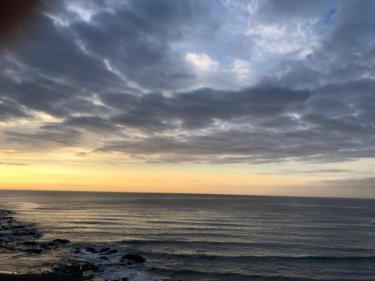 南海上に前線が停滞して雲の多い空模様、今朝も千葉は遊べる波あります【2020.1.24】