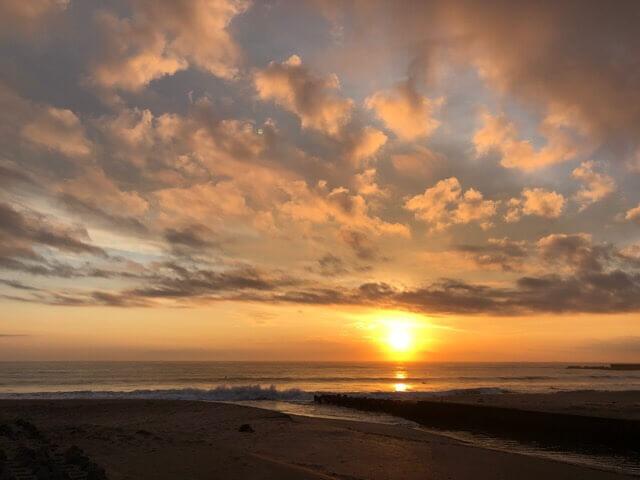 朝一の波の写真