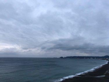 南海上の低気圧に吹き込む北東からの強い風、どんより曇り空が続きそう【2020.2.26】
