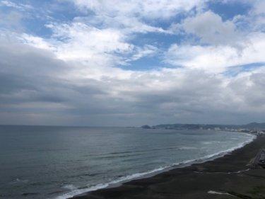 低気圧へ吹き込む強い南西の風、湘南の明日午後の波は要チェック【2020.3.27】
