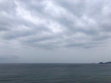 寒冷前線通過後も関東はすっきりと晴れず午後は雷雲に注意、昨日より気温下がる【2020.4.27】