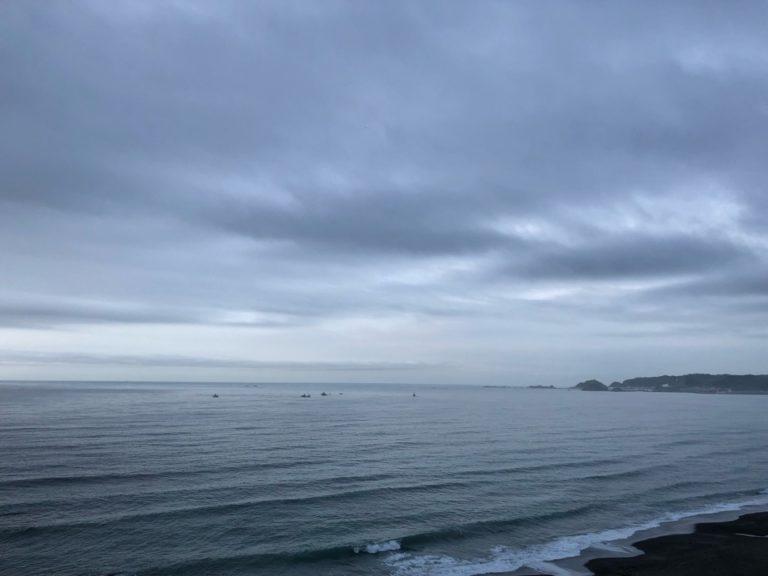 今朝の空と海