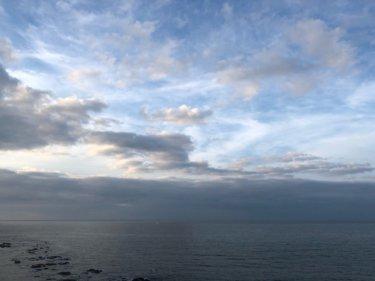 高気圧の後面で西から天気は下り坂、南西の風が吹き続く一日【2020.5.9】