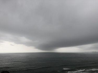 再び南西の風が強く吹く一日、怪しい雲が現れたら一旦海からあがろう【2020.7.14】