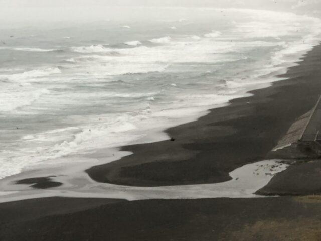 海へと抜ける川_210215