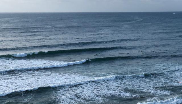いい波はいつでもサーフィン
