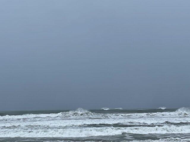 台風16号の波